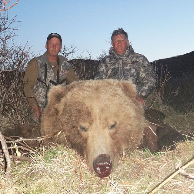 Howard Spradlin (R) and Bob Summers-l- with Howard's 2014 Spring Brown Bear